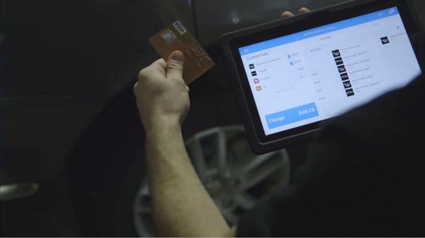 Fizess mobilan bankkártyával (és használj Surface-t)